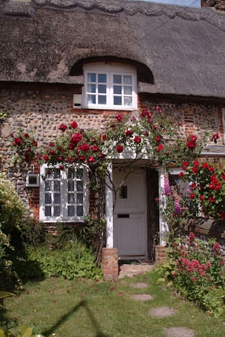 Garth Cottage - 200yds to beach - Bacton - Hus