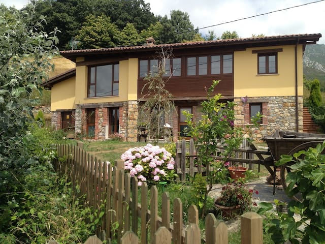 Farmhouse with stunning views - Fios - Parres - Rumah