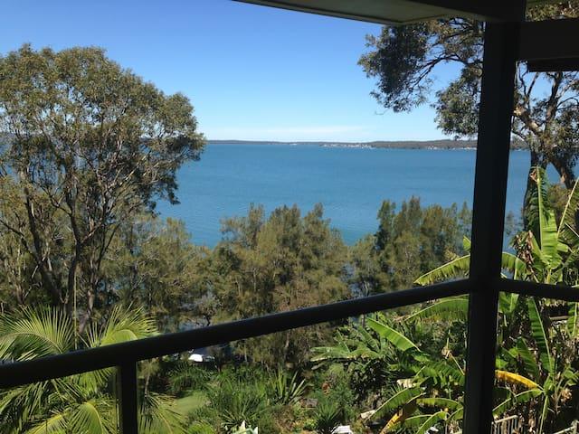 Lake view - Your private resort - Wangi Wangi - Huis