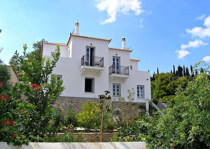 TRADITIONAL VILLA CLOSE TO THE SEA2 - Spetses - Villa