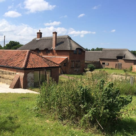 Beautiful Traditional Thatched Farm House - Ranworth - Huis