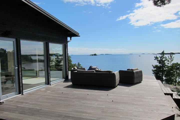 Oceanfront Villa on a Private Island (New!) - Kirkkonummi - Villa