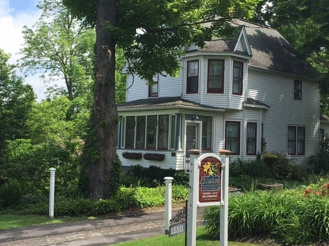 Avalon Gardens Inn Garden View - Chardon - Bed & Breakfast