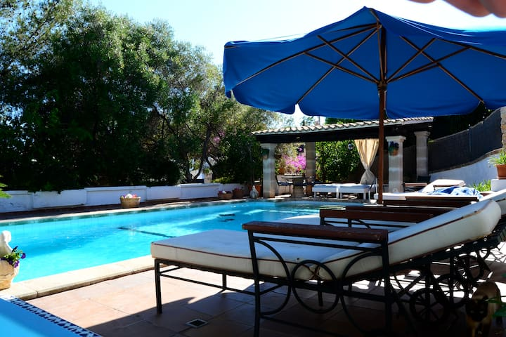 Private apartment with shared pool and sea view . - Cas Català - Apartament
