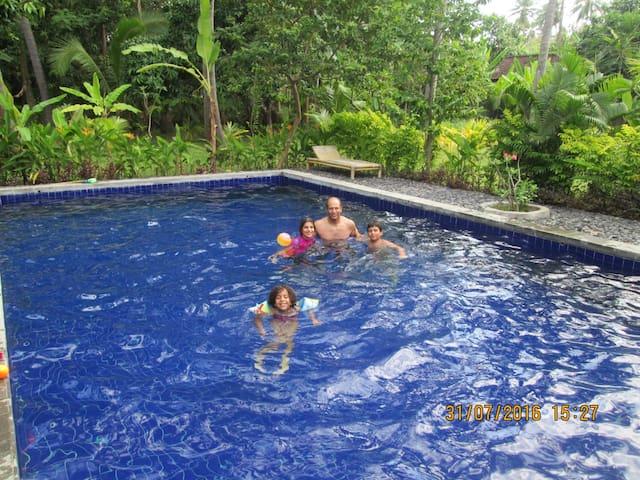 Air Sanih Homestay, Bungalow 2 - Kubutambahan - Daire