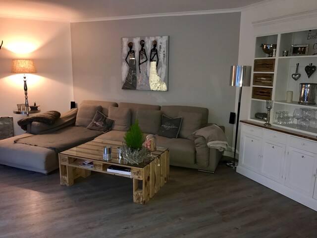 Tolles Zimmer mit King Size Bett! - Schenefeld - Appartement