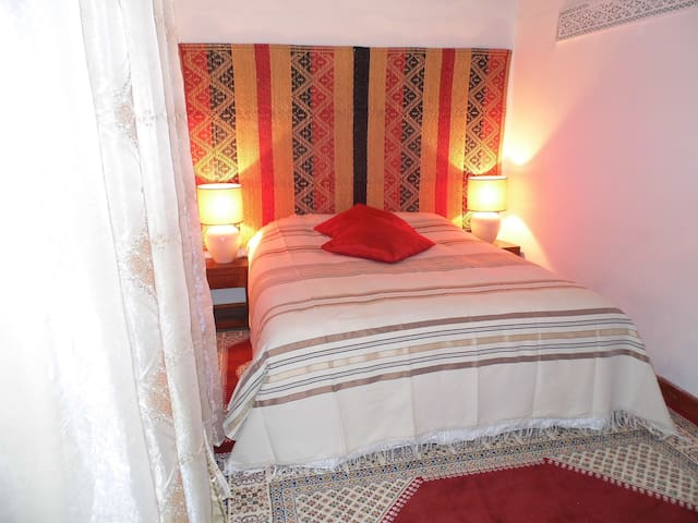 Private junior suite in a cosy Riad - Salé - Bed & Breakfast