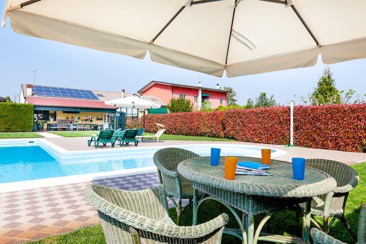 Porzione di villa con piscina da Andrea e Viola - Bionde - Daire