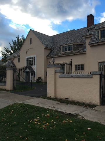 Hamilton Mansion located in Wine Country 1/5 rooms - Ripley - Casa