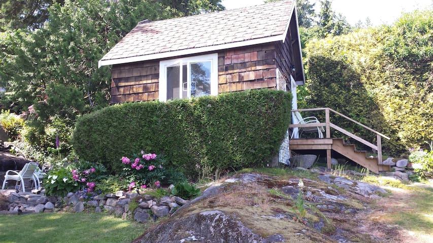 Creekside Cottage - West Vancouver - Kabin