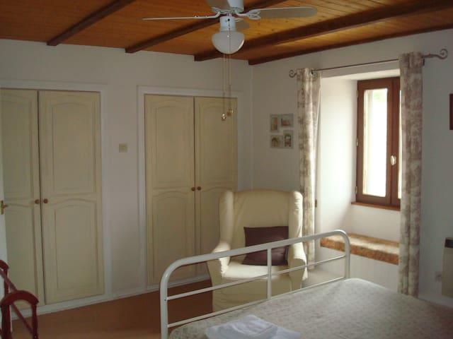 Dashnieuil Nieuil Village centre B4 - Nieuil - Bed & Breakfast