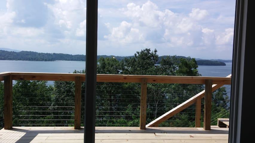 On Douglas Lake w/View! Full Suite Private Access - Dandridge - Casa