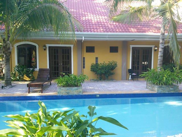 Villa Palms II - Catarman Dauis - Bed & Breakfast