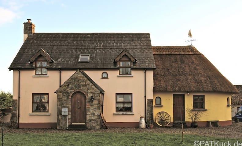Irish Cottage - with Yoga Room - Logan's Bridge - Hus