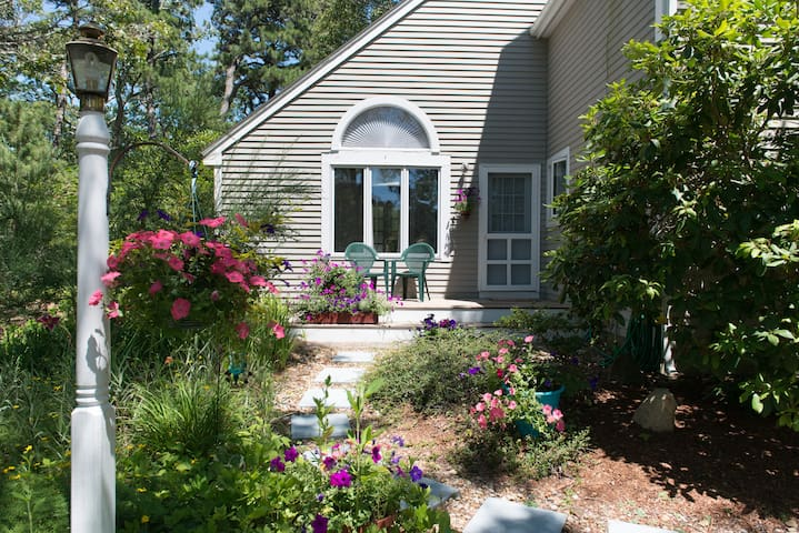 Private Quiet 1 BR Suite By The Sea - Oak Bluffs