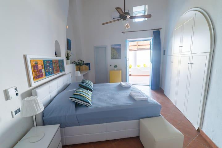"""Sea view """"Ponente"""" apartment with garden - Malfa - Departamento"""