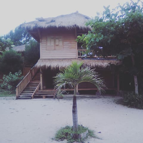 #1 Beach Front with 02 BD Bungalow - lombok - Casa
