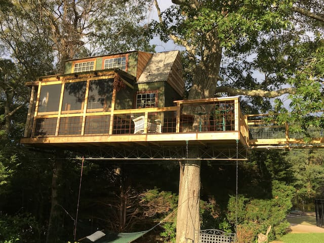 Millennial GenerationTreehouse - Plymouth - Rumah Pohon