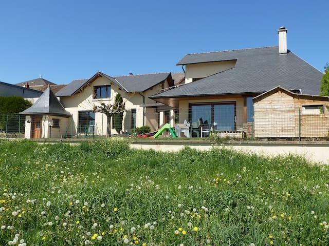 Villa contemporaine de 235m² - calvinet  - Vila