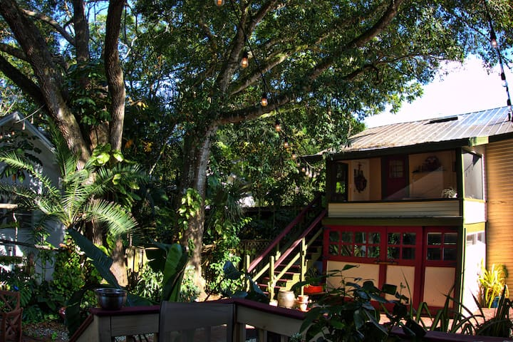Charming 1920's Carriage house - Fort Myers - Domek parterowy