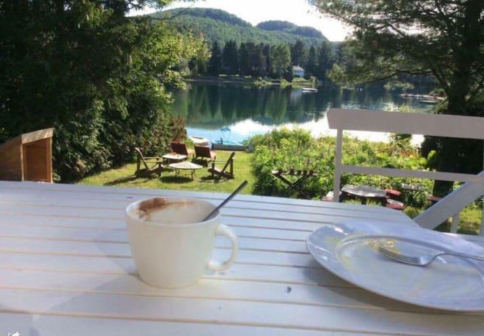 Très beau chalet au bord du lac - Val-David