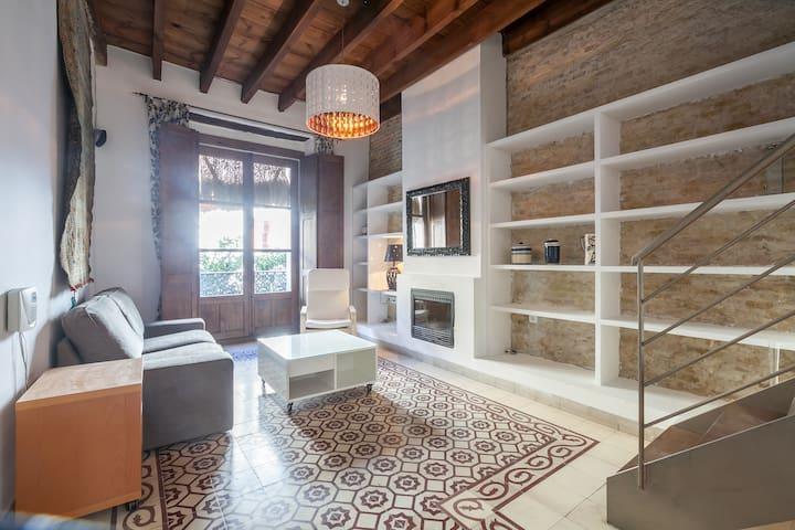 3BR ENTIRE HOUSE with JACUZZI GARAGE DOWNTOWN - Séville - Maison