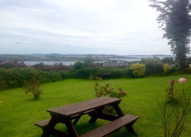 Rural Retreat Overlooking the Sea - Schull - Talo