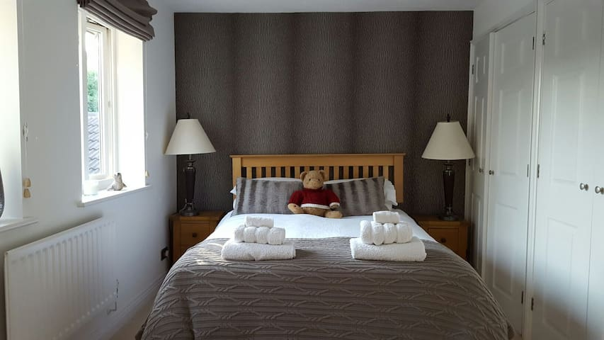 Charming bedroom in beautiful home - Chandler's Ford