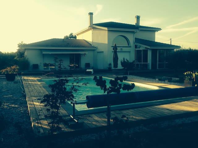 Belle villa contemporaine aux portes de Bordeaux - Latresne - Villa
