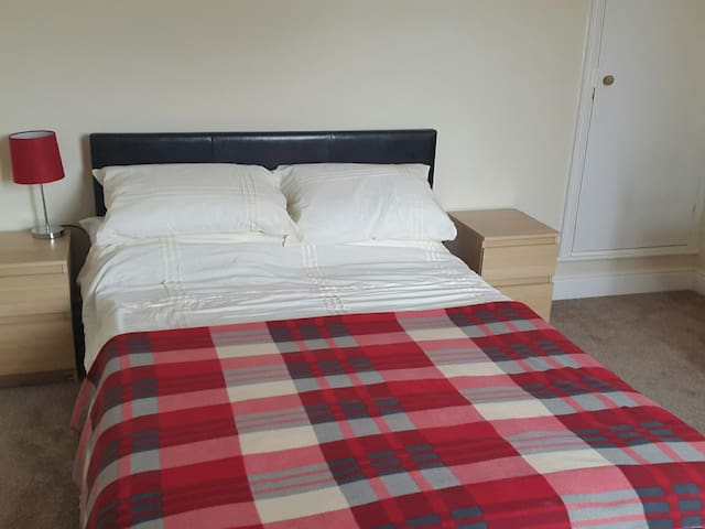 Large Double Room with Garden view - Leicester - Casa