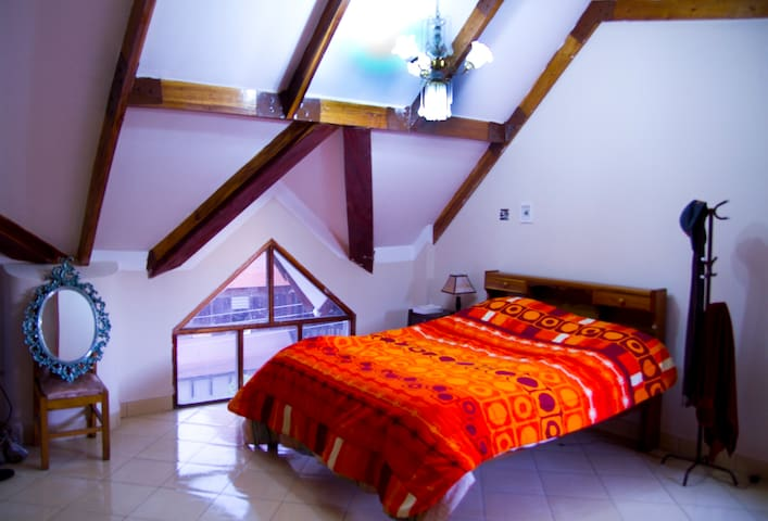 Large room close to downdown - Sucre - Dom