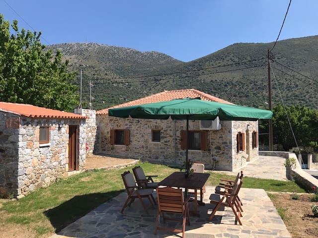Traditional stone house 100m beach - Kotronas - Casa