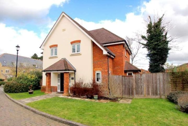 Double room in 4 bed detached house - Tring - Hus
