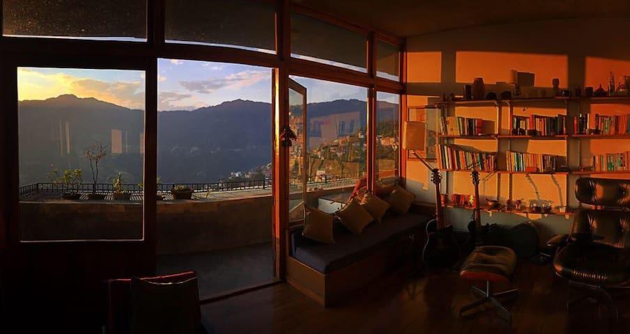 Loft with a stunning panoramic view - Gangtok - Loteng Studio