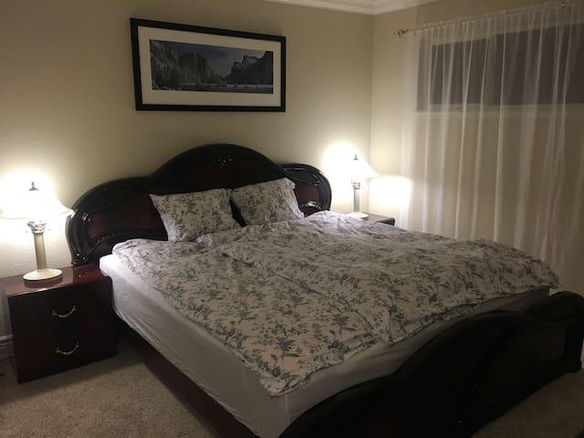 Master Bedroom For 2 guests with Spacious Bathroom - San Carlos - Rumah