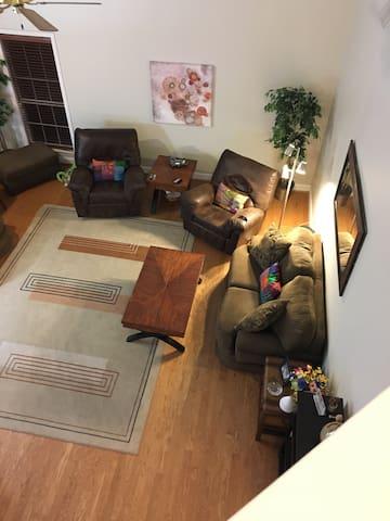 Cozy home in quiet neighborhood. - Helena - Hus