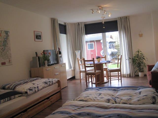 Privatzimmer in ruhiger Lage - Kiel - Casa