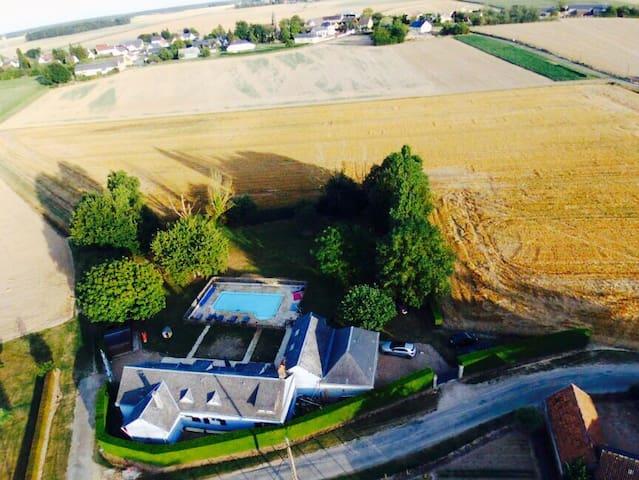 Maison familiale, 6 chambres, piscine, ping-pong - Gohory - Ev