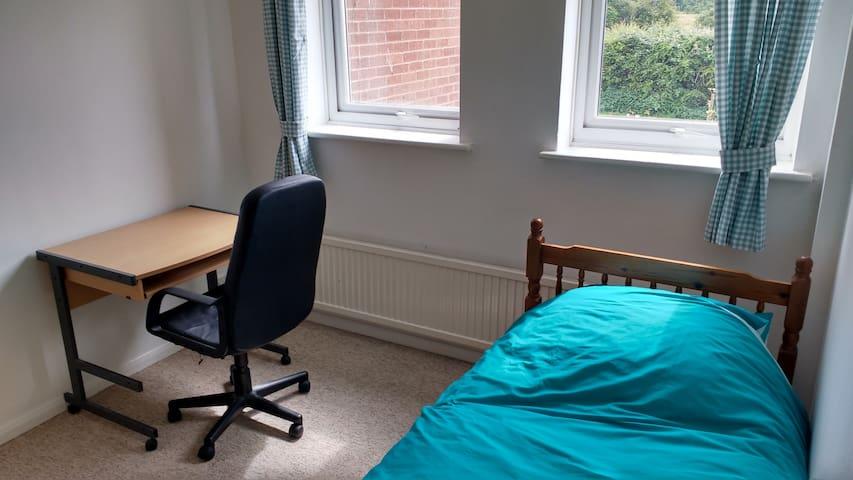 Bedroom 3 : Single room in Aylesbury. - Aylesbury - Daire