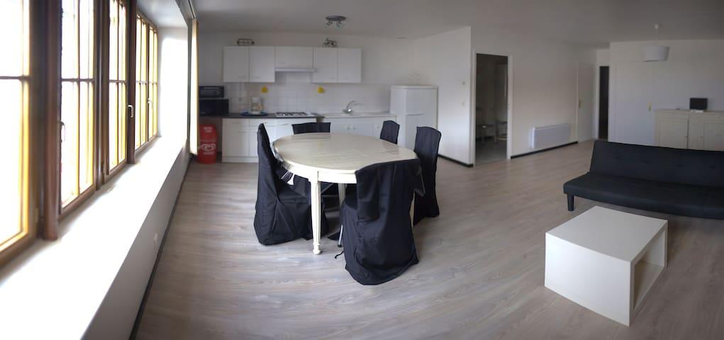 Appartement spacieux situé en plein centre bourg - Saint-Georges-sur-Cher - Apartamento