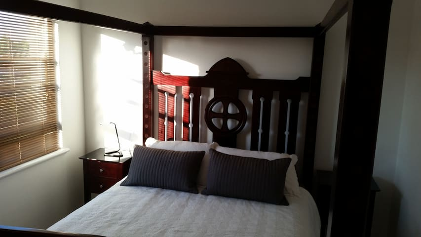 nice and cheap - Kingsgrove - Bed & Breakfast