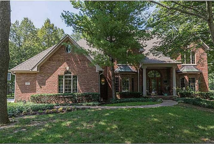 Private bed & bath in Indy suburb - Whiteland - Huis