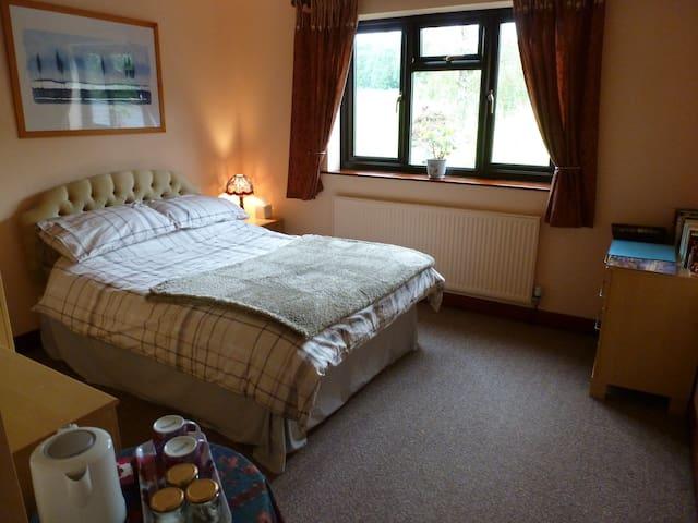 Double Bedroom, Private Bathroom, Wonderful Views - Wirksworth - Rumah