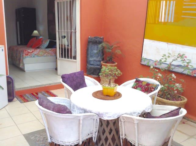 Ajijic Centro, Lovely studio w/kitchen and patio - Ajijic - Huis