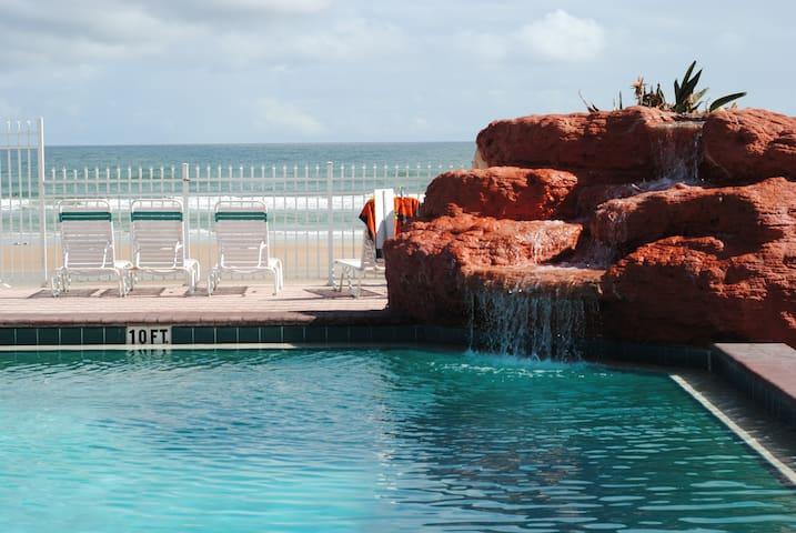 HARBOR BEACH OCEAN VIEW STUDIO, WALK TO MAIN PIER - Daytona Beach - Maison