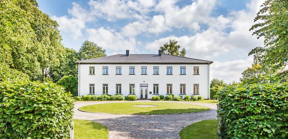 Designerwohnung im Herrenhaus von Gut Möglin - Krummwisch - Huoneisto