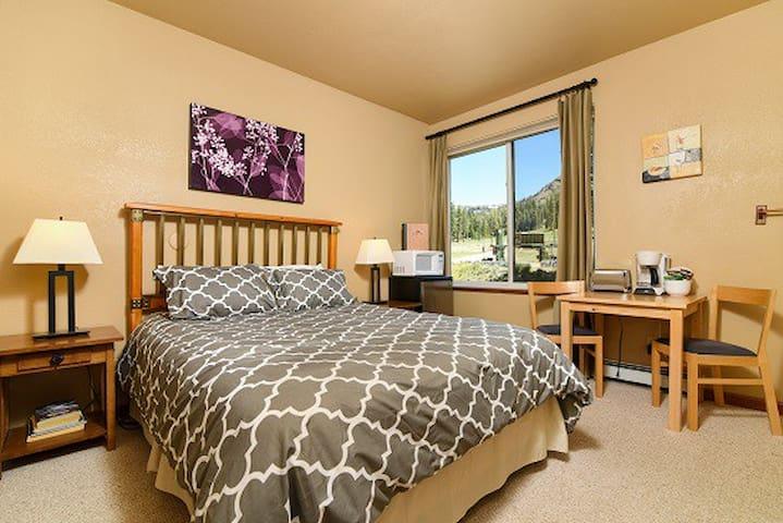 Hotel Style Sun Meadows 1 Queen - Kirkwood