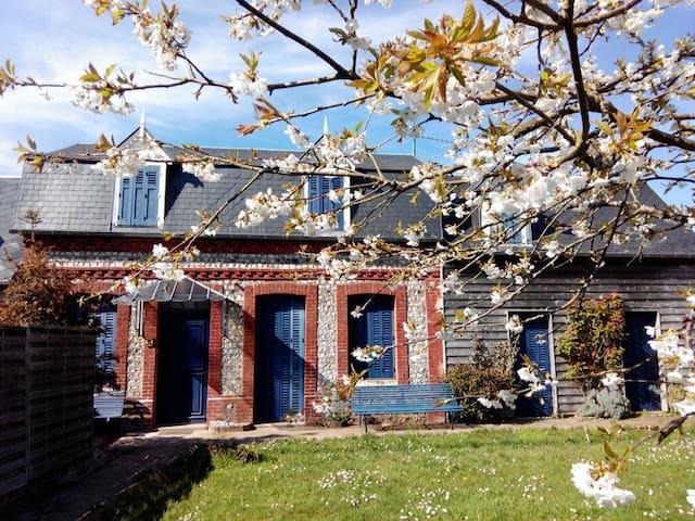 B&B 'Chez Alberto et Silvia'... Chambre Pietro... - Saint-Pierre-en-Port - Bed & Breakfast