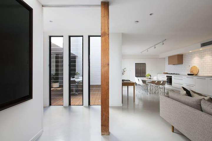 Modern warehouse conversion - Leichhardt - Townhouse