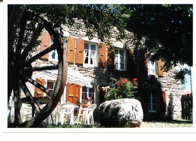 Gîte de caractere en Lozère - NAUSSAC - Huis